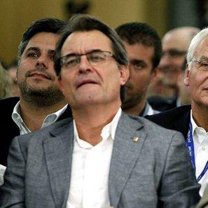 Artur Mas y Jordi Pujol, con el conseller de Cultura, Ferran Mascarell (c), durante el acto.