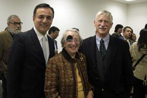 Judith Gómez Basterra -en el centro-, durante el acto.