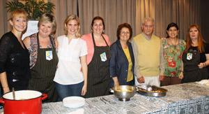 Dora Pegito, presidenta de la Asociación, junto a un grupo de dirigentes de la casa.