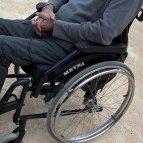 La nueva rampa permite el acceso al centro social en silla de ruedas.