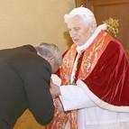 El Papa Benedicto XVI deja tras de sí una Iglesia católica dividida y carcomida por las intrigas