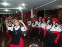 Danzas vascas y argentinas juntas en la señera Fiesta Nacional del Ternero y Día de la Yerra de Ayacucho