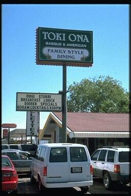 """Tony eta Ruth Leniz-ek zabaldu zuten """"Toki Ona"""" jatetxea, Elkoko Idaho Street-en (argazkia EuskalKultura.com)"""