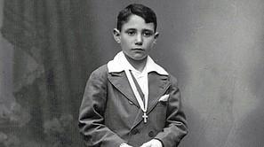Iñaki San Miguel, con 8 años, en su Primera Comunión