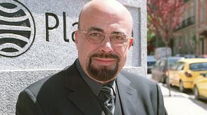 El actor de doblaje y presentador, Constantino Romero, en una imagen tomada en el año 2001.