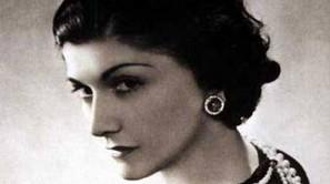 Una fotografía de la diseñadora Coco Chanel.