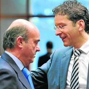 De Guindos y el presidente del Eurogrupo, Jeroen Dijsselbloem.