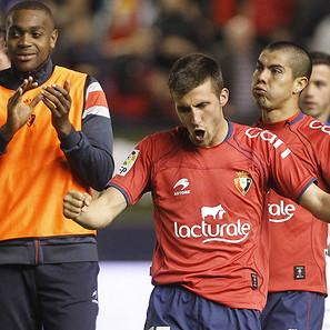 Oier Sanjurjo suelta la tensión acumulada, lo mismo que el 'Gato' Silva, por detrás.
