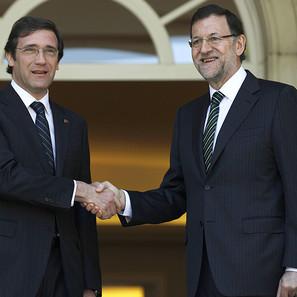 El presidente de España Mariano Rajoy (d), y el primer ministro portugués, Pedro Passos Coelho.