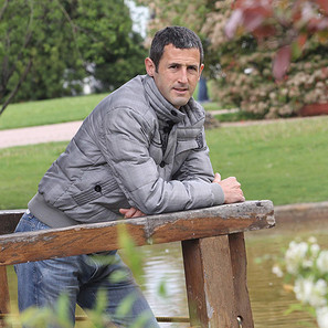 El navarro Txomin Nagore, que acaba de sobrepasar los 500 partidos como profesional, posa en el parque Yamaguchi de Pamplona.