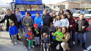 El Alterbús, en su parada en Berriozar, concitó el interés de asociaciones y vecinos de todas las edades.