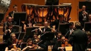 Algunos de los componentes de la Orquesta Sinfónica de Navarra, durante un concierto.