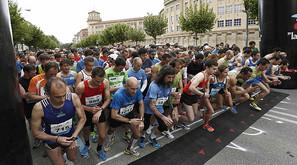 "Momento de la salida de la ""32 Medio Maratón de Pamplona""."