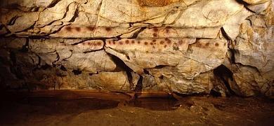 Se abren para visitas especiales las cuatro cuevas Patrimonio de la Humanidad del Monte Castillo