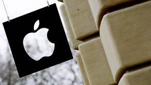 El logotipo de Apple, en el exterior de una tienda.