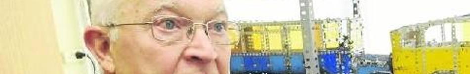 Fermín Larrea lleva años acumulando experiencias. Su vida en la capital alavesa está ligada a firmas como la extinta La Vitoriana de autobuses. Desde bien pequeño, cuando descubrió las virtudes de Meccano, su ingenio se puso en marcha. Desde entonces no h