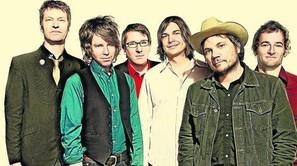 Wilco sorprende a sus seguidores con un aluvión de viejas y nuevas canciones.