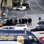 Vista de la calle Génova de Madrid, donde un hombre ha estrellado contra el edificio de la sede del PP un coche cargado con dos bombonas de gas.