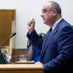 Joseba Egibar en el estrado del Parlamento.