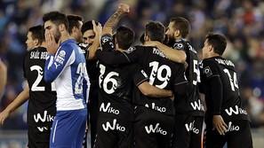 Los jugadores del Eibar celebran su segundo gol ante el RCD Espanyol,