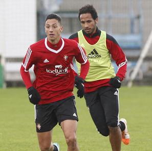 Maikel Mesa y Manu Onwu, en un entrenamiento.