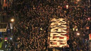 Decenas de miles de personas participan este sábado en Bilbao en la manifestación contra la dispersión de los presos de ETA.