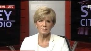 Julie Bishop apareció sin el pendiente en televisión.