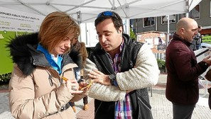 Irene Pardo tomó buena nota de las sugerencias ciudadanas. Fotos: E. Castresana