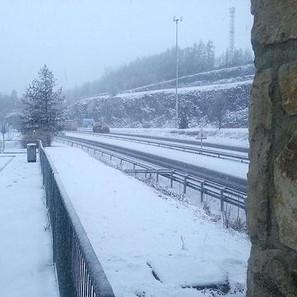 Fuerte nevada en la Autovía de Leizaran