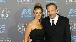 Kevin Costner y su esposa, Christine Baumgartner.