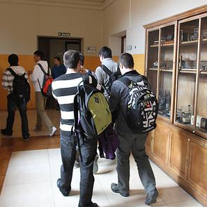 Estudiantes de Bachillerato, en los pasillos del instituto pamplonés Plaza de la Cruz.
