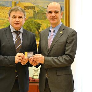 Alberto Catalán, Presidente del Parlamento, Pedro González, presidente del Consejo Escolar de Navarra.