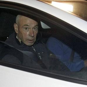 """El histórico dirigente de ETA Santiago Arrospide Sarasola, alias """"Santi Potros"""", en el interior de un coche tras su salida de la cárcel"""