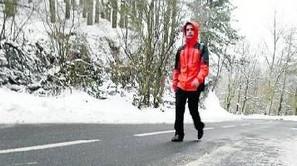 Nieve y hielo en el alto de Arrate, ayer.