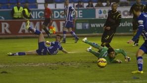 El 1-0 (minuto 22): Rafa García abre en banda, Lanza desborda, centra y Barreiro no llega. Toti sí acierta.