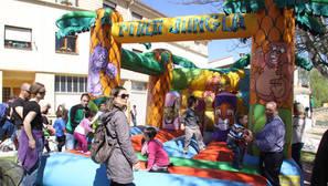 Niños y mayores en la fiesta del euskera que acogió Villatuerta.