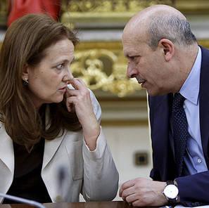 El ministro José Ignacio Wert, junto a Montserrat Gomendio.