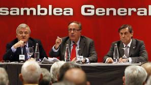 Izco, Vizcay y Archanco, en una asamblea de Osasuna.