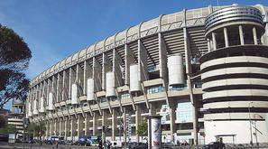 Fachada oeste (Paseo de la Castellana) del Estadio Santiago Bernabéu de Madrid (España).