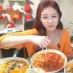 Glotones insaciables ante la webcam, las nuevas ciberestrellas de Corea.
