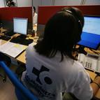 En la imagen de archivo, operadores de Osakidetza recogiendo llamadas.