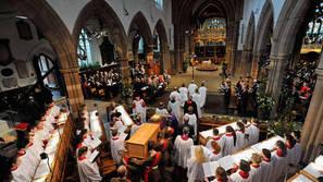 Un momento de la ceremonia celebrada ayer en la catedral de Leicester.Foto: Efe