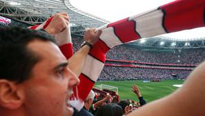 Los seguidores que se dieron cita el sábado en San Mamés vibraron con la victoria del Athletic ante el Real Madrid. Fotos: Zigor Alkorta