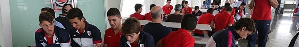 Expedición del Athletic en un partido de la UEFA Youth League, la Champions juvenil.