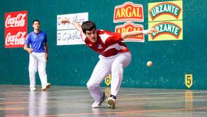 Ezkurdia y Zabaleta, que tienen su primer punto de semifinales, completaron ayer un buen encuentro en Donostia.Foto: Ainara García