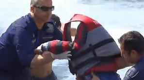 Momento del rescate de un niño en Rodas
