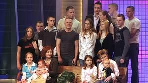 Annegret Raunigk, una berlinesa de 65 años y madre de 13 hijos,con su familia. Ahora esta embarazada de cuatrillizos
