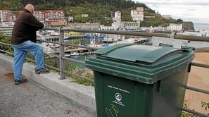 La recogida de residuos, que se verá modificada durante los próximos meses, incorporará novedades en hasta siete localidades.Foto: I. Fradua