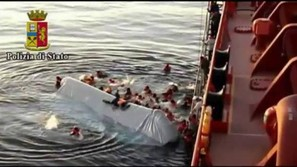 Imagen de los supervivientes rescatados en el Mediterráneo.