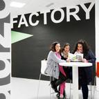 Varias jóvenes emprendedoras se reúnen en el Auzo Factory de Bilbao, un edificio municipal para albergar proyectos empresariales.Foto: Pablo Viñas